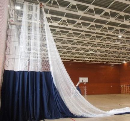 Поставка и монтаж системы разделения спортивного зала с ручным приводом 1